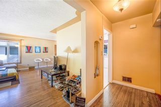 Photo 4: 2327 23 Street NW in Calgary: Banff Trail Detached for sale : MLS®# A1114808