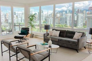 "Photo 6: PH1801 1788 COLUMBIA Street in Vancouver: False Creek Condo for sale in ""EPIC AT WEST"" (Vancouver West)  : MLS®# R2530765"