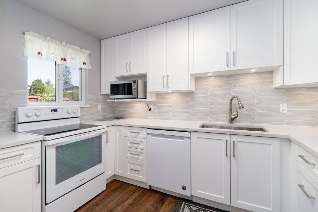 """Main Photo: 13 3397 HASTINGS Street in Port Coquitlam: Woodland Acres PQ Townhouse for sale in """"MAPLE CREEK"""" : MLS®# R2382703"""