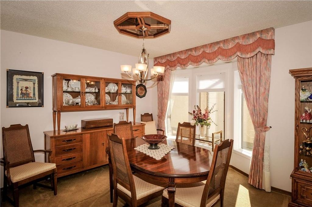 Photo 9: Photos: 52 BERKSHIRE Road NW in Calgary: Beddington Heights House for sale : MLS®# C4105449