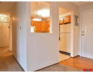 """Photo 6: 116 5710 201ST Street in Langley: Langley City Condo for sale in """"White Oaks"""" : MLS®# F2728346"""