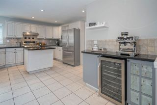 """Photo 11: 8452 214A Street in Langley: Walnut Grove House for sale in """"Forest Hills"""" : MLS®# R2584256"""