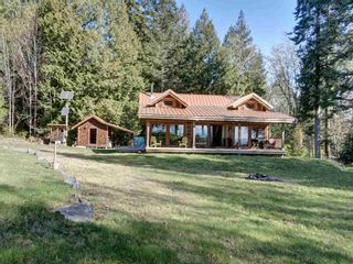 Photo 12: 135 HAIRY ELBOW Road in Seymour: Halfmn Bay Secret Cv Redroofs House for sale (Sunshine Coast)  : MLS®# R2556718