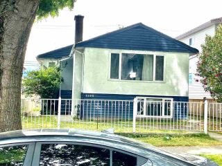 Photo 1: 2105 E 43RD Avenue in Vancouver: Killarney VE House for sale (Vancouver East)  : MLS®# R2595378