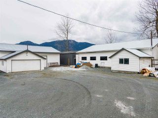 Photo 2: 41745 NO. 3 Road: Yarrow House for sale : MLS®# R2560580