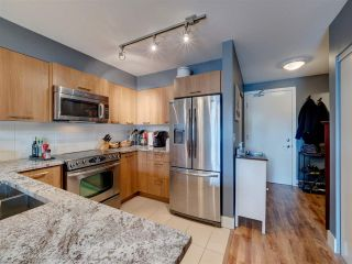 Photo 3: 302 5682 WHARF Avenue in Sechelt: Sechelt District Condo for sale (Sunshine Coast)  : MLS®# R2547939