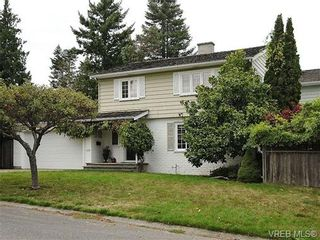 Photo 1: 2320 Hollyhill Pl in VICTORIA: SE Arbutus Half Duplex for sale (Saanich East)  : MLS®# 652006
