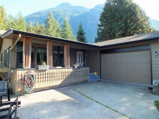 Photo 1: 20044 SILVERVIEW Road in Hope: Hope Silver Creek House for sale : MLS®# R2411939
