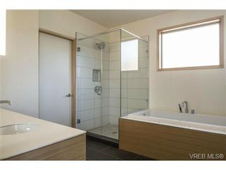 Photo 6: 1542 Morley St in VICTORIA: Vi Oaklands House for sale (Victoria)  : MLS®# 689196