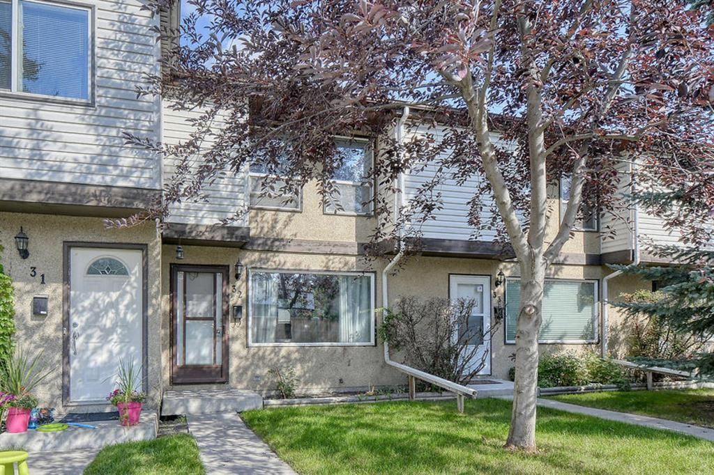 Main Photo: 32 630 Sabrina Road SW in Calgary: Southwood Row/Townhouse for sale : MLS®# A1142865