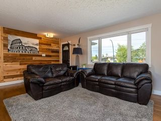 Photo 3: 2012 CROCUS Road NW in Calgary: Charleswood Detached for sale : MLS®# C4253746
