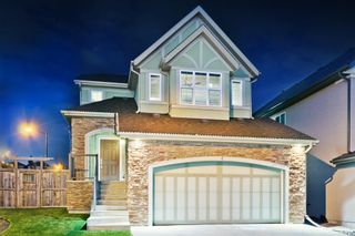 Photo 1: 4 ASPEN HILLS Place SW in Calgary: Aspen Woods Detached for sale : MLS®# A1074117