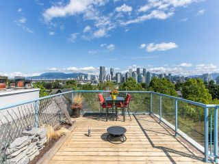 """Photo 1: 303 1166 W 6TH Avenue in Vancouver: Fairview VW Condo for sale in """"Seascape Vista"""" (Vancouver West)  : MLS®# R2603858"""