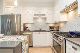 """Photo 5: 415 14855 THRIFT Avenue: White Rock Condo for sale in """"The Royce"""" (South Surrey White Rock)  : MLS®# R2538329"""