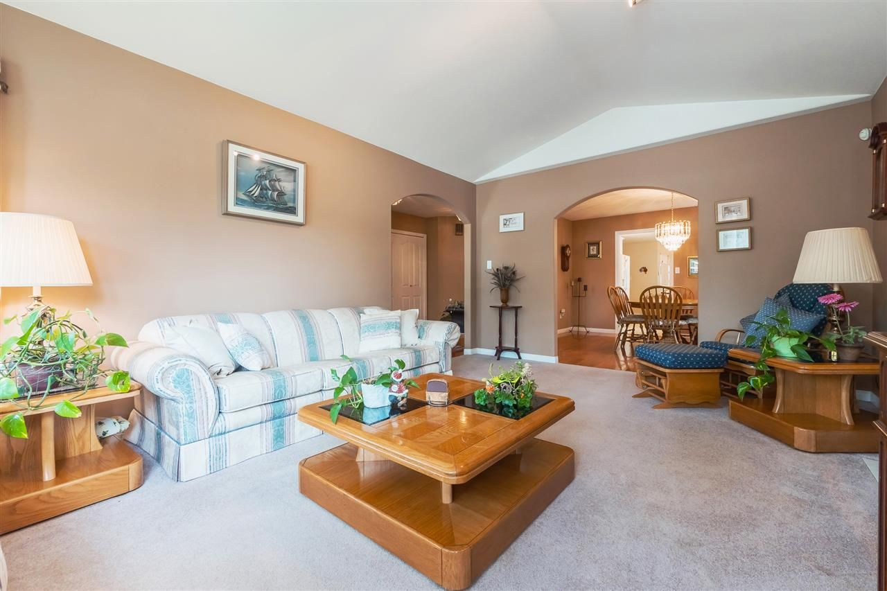 Photo 3: Photos: 4484 210A STREET in Langley: Brookswood Langley House for sale : MLS®# R2376022