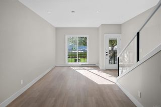 Photo 2: 2706 Graham St in Victoria: Vi Hillside Row/Townhouse for sale : MLS®# 884555