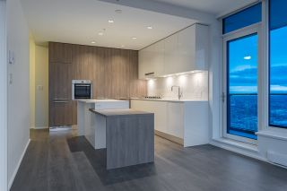 """Photo 3: 5011 4510 HALIFAX Way in Burnaby: Brentwood Park Condo for sale in """"Amazing Brentwood"""" (Burnaby North)  : MLS®# R2427605"""