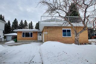 Photo 2: 32 Varcrest Place NW in Calgary: Varsity Detached for sale : MLS®# A1060707