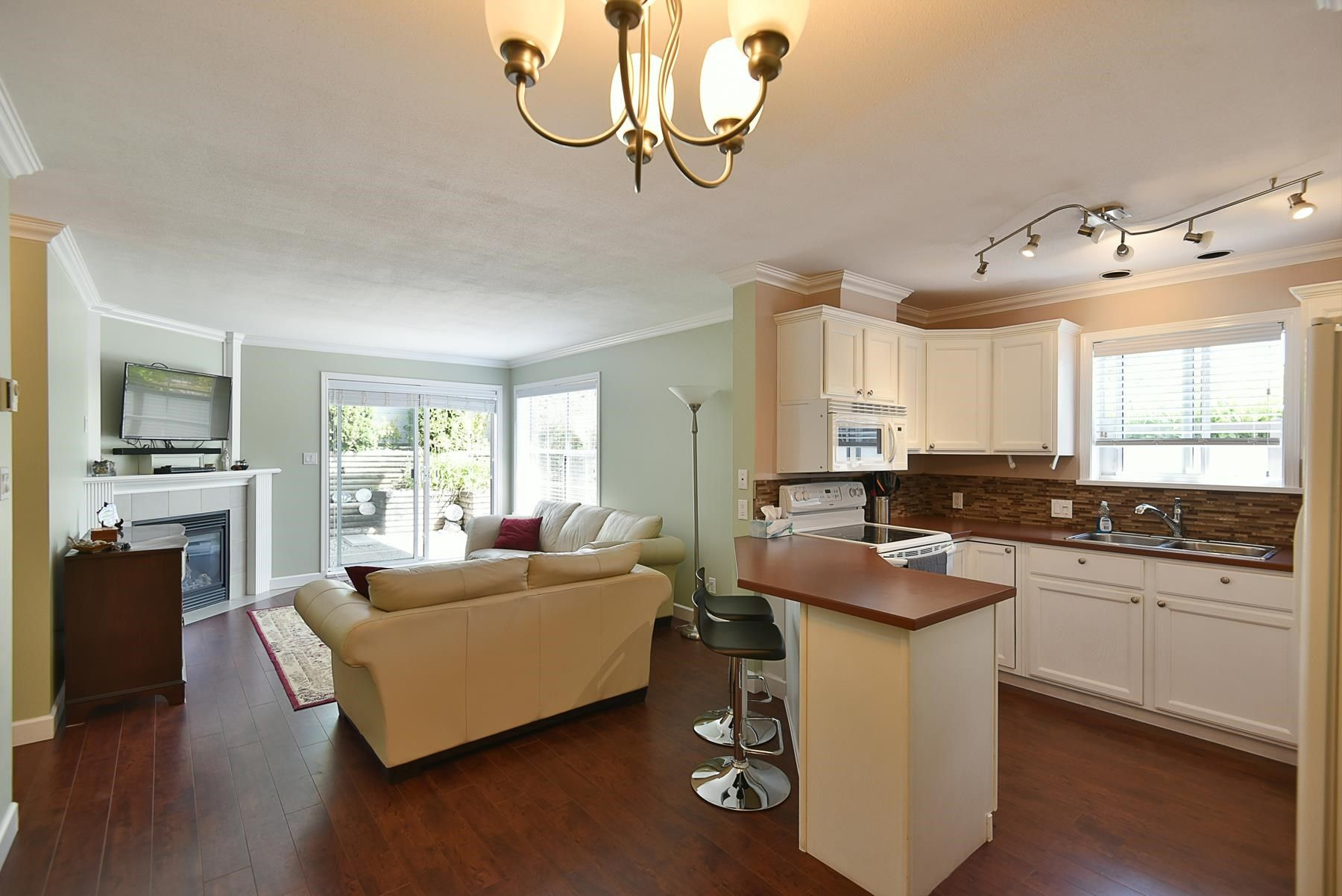 Main Photo: 2 689 PARK Road in Gibsons: Gibsons & Area Condo for sale (Sunshine Coast)  : MLS®# R2607792
