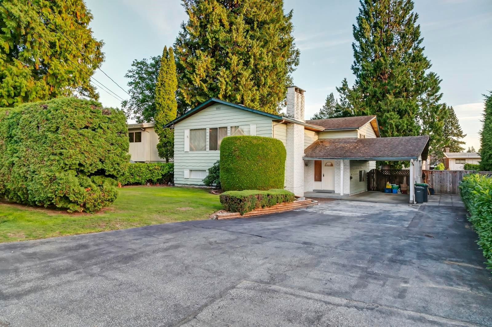 Main Photo: 1360 GROVER Avenue in Coquitlam: Central Coquitlam House for sale : MLS®# R2616064