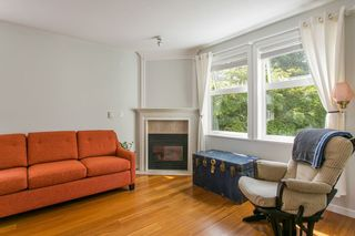 "Photo 2: 206 2588 ALDER Street in Vancouver: Fairview VW Condo for sale in ""BOLLERT PLACE"" (Vancouver West)  : MLS®# R2072024"