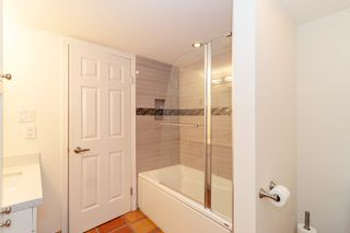 "Photo 16: 101 123 E 6TH Street in North Vancouver: Lower Lonsdale Condo for sale in ""HARBOURGATE"" : MLS®# R2364777"