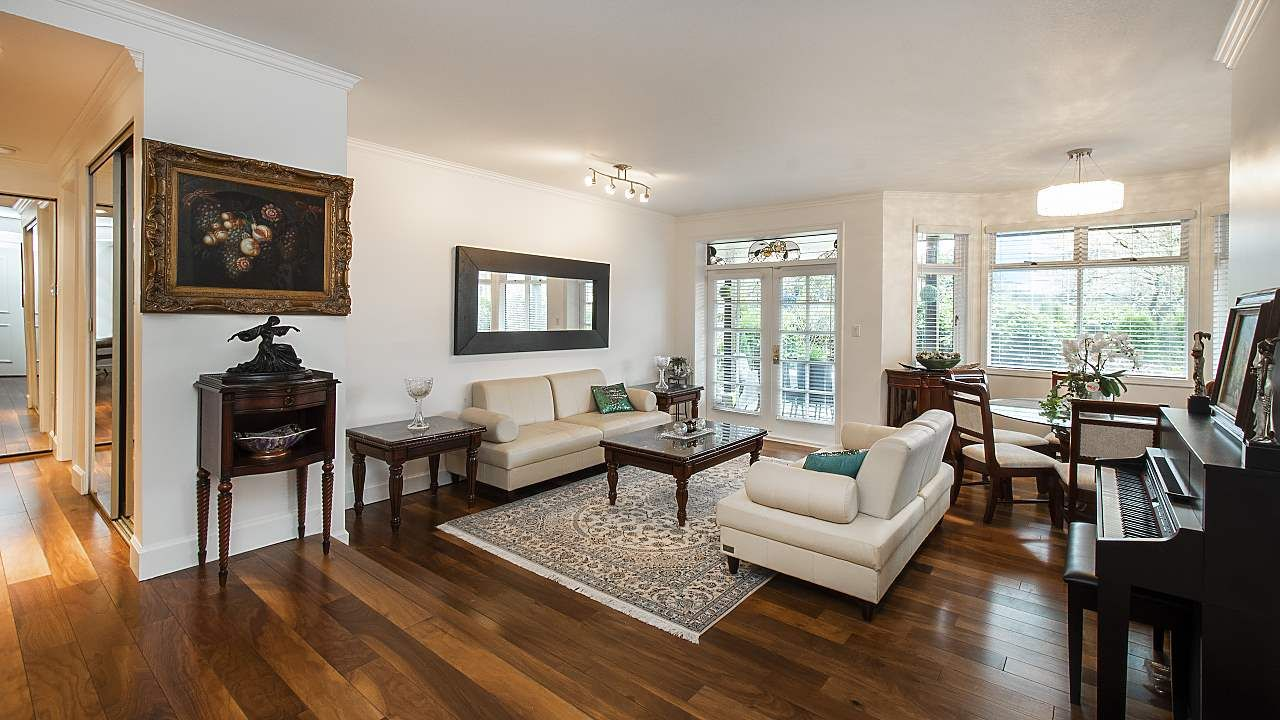 "Main Photo: 1601 BALSAM Street in Vancouver: Kitsilano Condo for sale in ""The Old York Townhomes"" (Vancouver West)  : MLS®# R2542512"