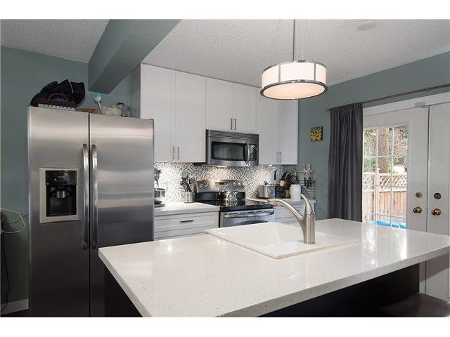 Main Photo: 214 BALMORAL Place in Port Moody: North Shore Pt Moody Townhouse for sale : MLS®# V1056784