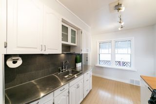 Photo 2: 9411 92 Street in Edmonton: Zone 18 House for sale : MLS®# E4263804