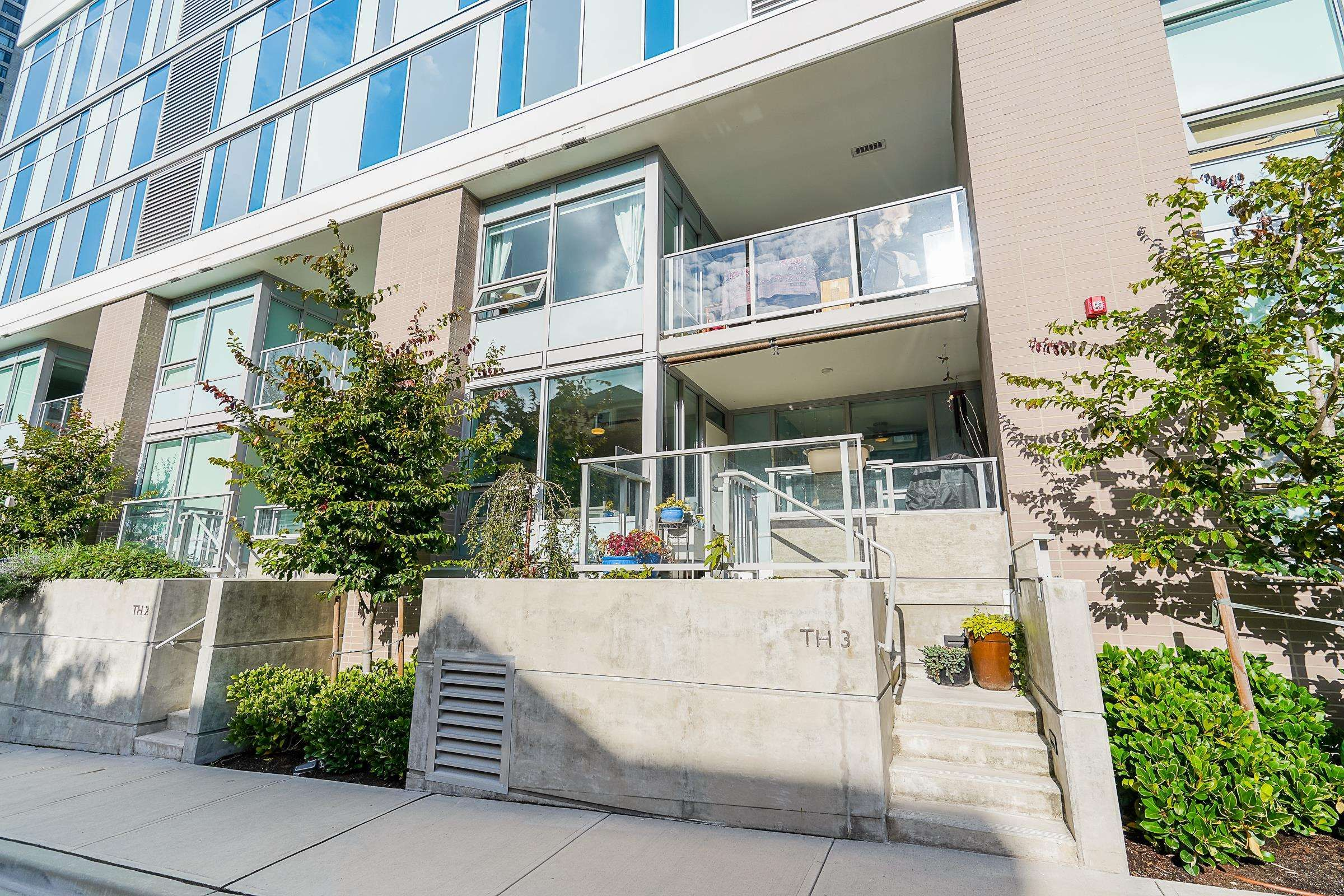 """Main Photo: TH3 988 QUAYSIDE Drive in New Westminster: Quay Townhouse for sale in """"River Sky"""" : MLS®# R2622130"""