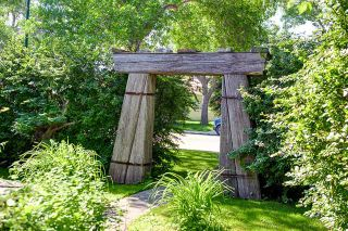Photo 4: 242 24 Avenue NE in CALGARY: Tuxedo Residential Detached Single Family for sale (Calgary)  : MLS®# C3624676