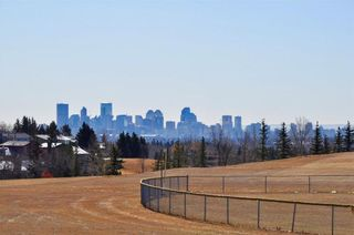 Photo 4: 7067 EDGEMONT Drive NW in Calgary: Edgemont House for sale : MLS®# C4143123