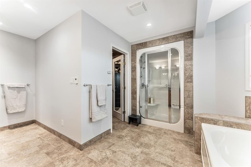 Photo 35: Photos: 91 Oakmount Court SW in Calgary: Oakridge Detached for sale : MLS®# A1090309
