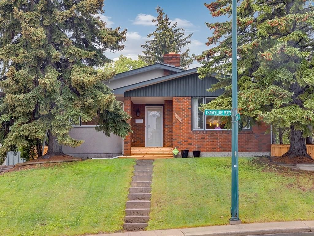 Main Photo: 107 CHANCELLOR Way NW in Calgary: Cambrian Heights Detached for sale : MLS®# C4220467