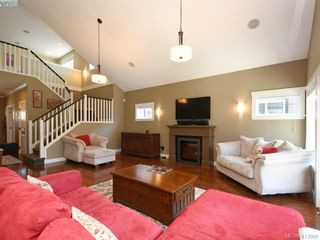Photo 4: 1215 Clearwater Pl in VICTORIA: La Westhills House for sale (Langford)  : MLS®# 820809