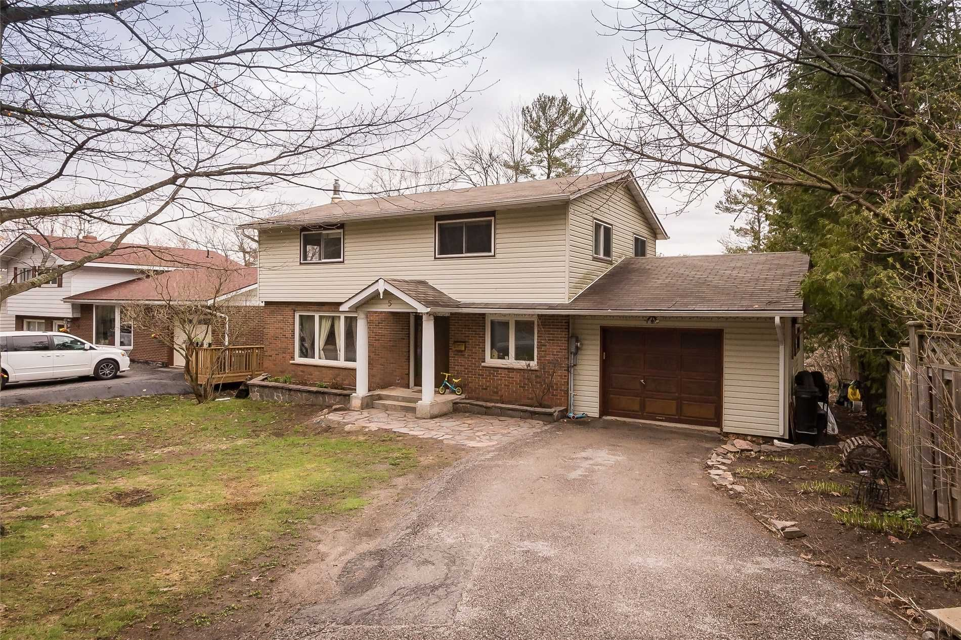 Main Photo: 5 Waubuno Road in Parry Sound: House (2-Storey) for sale : MLS®# X4488183