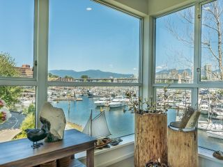 """Photo 6: 307 1502 ISLAND PARK Walk in Vancouver: False Creek Condo for sale in """"The Lagoons"""" (Vancouver West)  : MLS®# R2606940"""