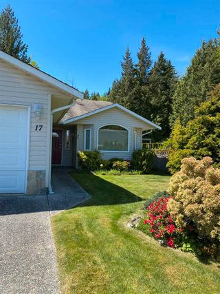 Photo 1: 17 535 SHAW Road in Gibsons: Gibsons & Area 1/2 Duplex for sale (Sunshine Coast)  : MLS®# R2579843