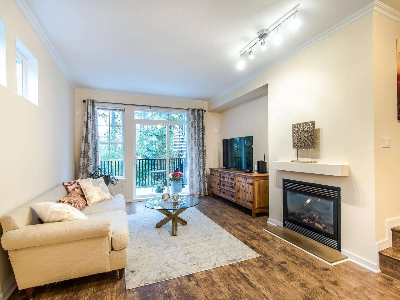 """Photo 3: Photos: 7 2200 PANORAMA Drive in Port Moody: Heritage Woods PM Townhouse for sale in """"THE QUEST"""" : MLS®# R2414883"""