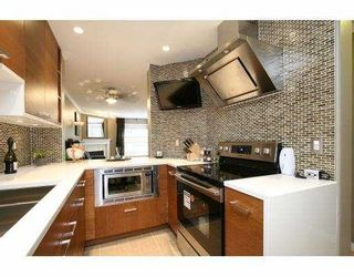 Photo 3: 110 509 Carnarvon Street in New Westminster: Downtown NW Condo for sale : MLS®# V826956
