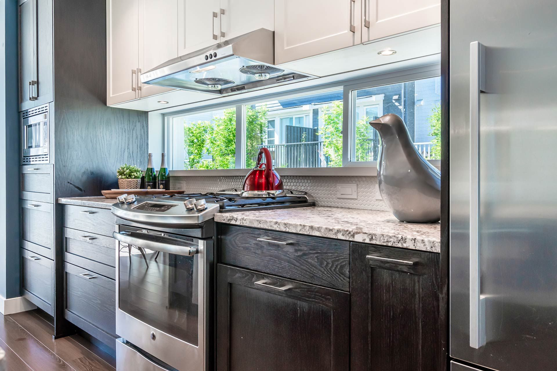 """Photo 11: Photos: 154 548 FOSTER Avenue in Coquitlam: Coquitlam West Townhouse for sale in """"BLACK + WHITE"""" : MLS®# R2587208"""