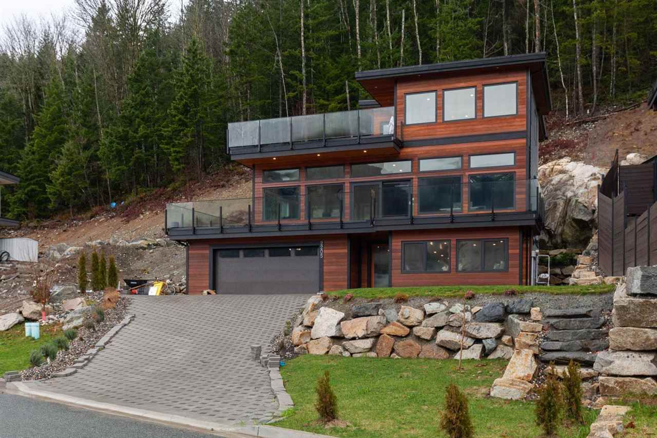 """Main Photo: 2205 CRUMPIT WOODS Drive in Squamish: Plateau House for sale in """"CRUMPIT WOODS"""" : MLS®# R2583402"""
