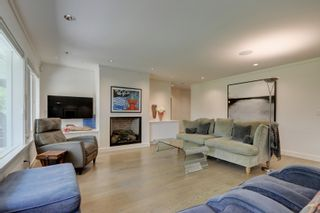 Photo 3: 2 735 MOSS St in : Vi Rockland Row/Townhouse for sale (Victoria)  : MLS®# 875865