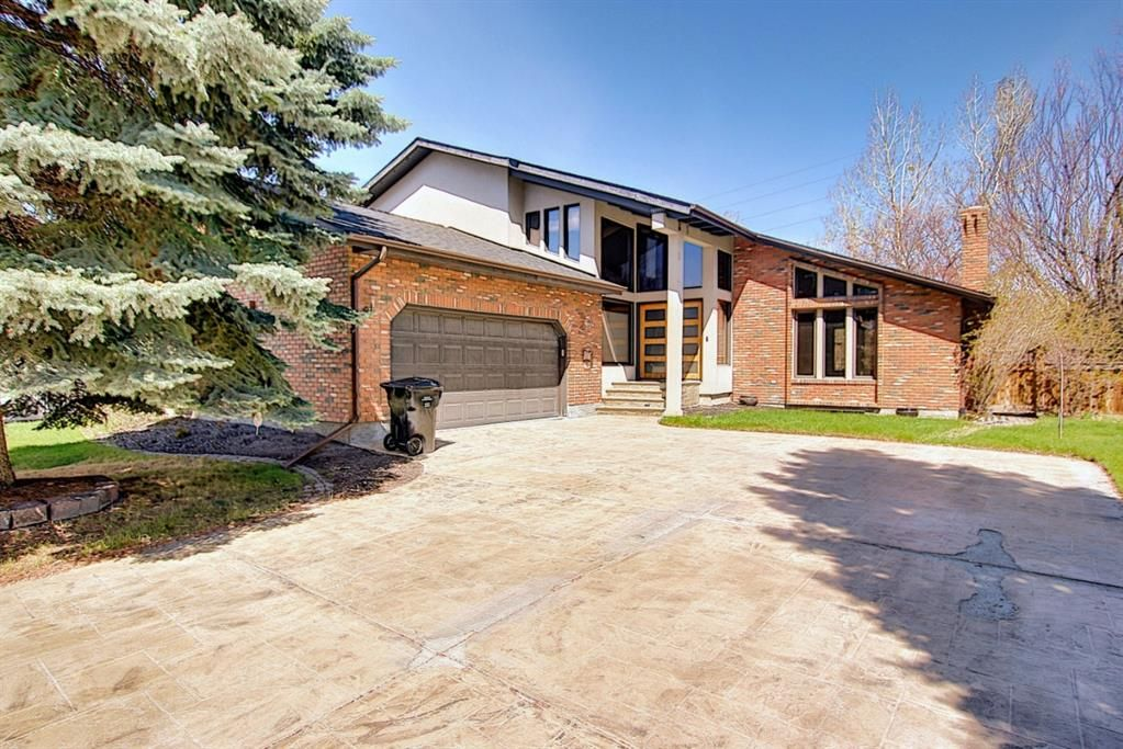 Main Photo: 72 Strathbury Circle SW in Calgary: Strathcona Park Detached for sale : MLS®# A1107080