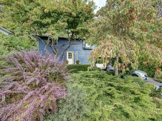 Photo 2: 736 CREEKSIDE Crescent in Gibsons: Gibsons & Area House for sale (Sunshine Coast)  : MLS®# R2624536