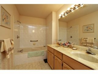 """Photo 13: 115 19649 53RD Avenue in Langley: Langley City Townhouse for sale in """"Huntsfield Green"""" : MLS®# F1406703"""