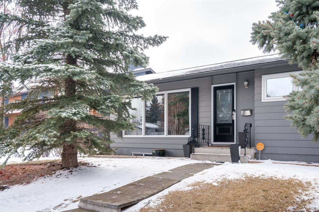 Main Photo: 5404 La Salle Crescent SW in Calgary: Lakeview Detached for sale : MLS®# A1086620