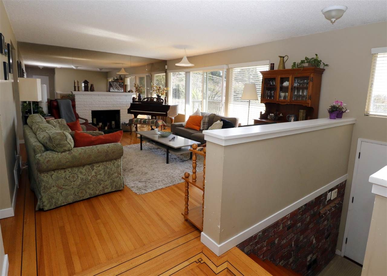 Photo 2: Photos: 313 SEAFORTH Crescent in Coquitlam: Central Coquitlam House for sale : MLS®# R2566060