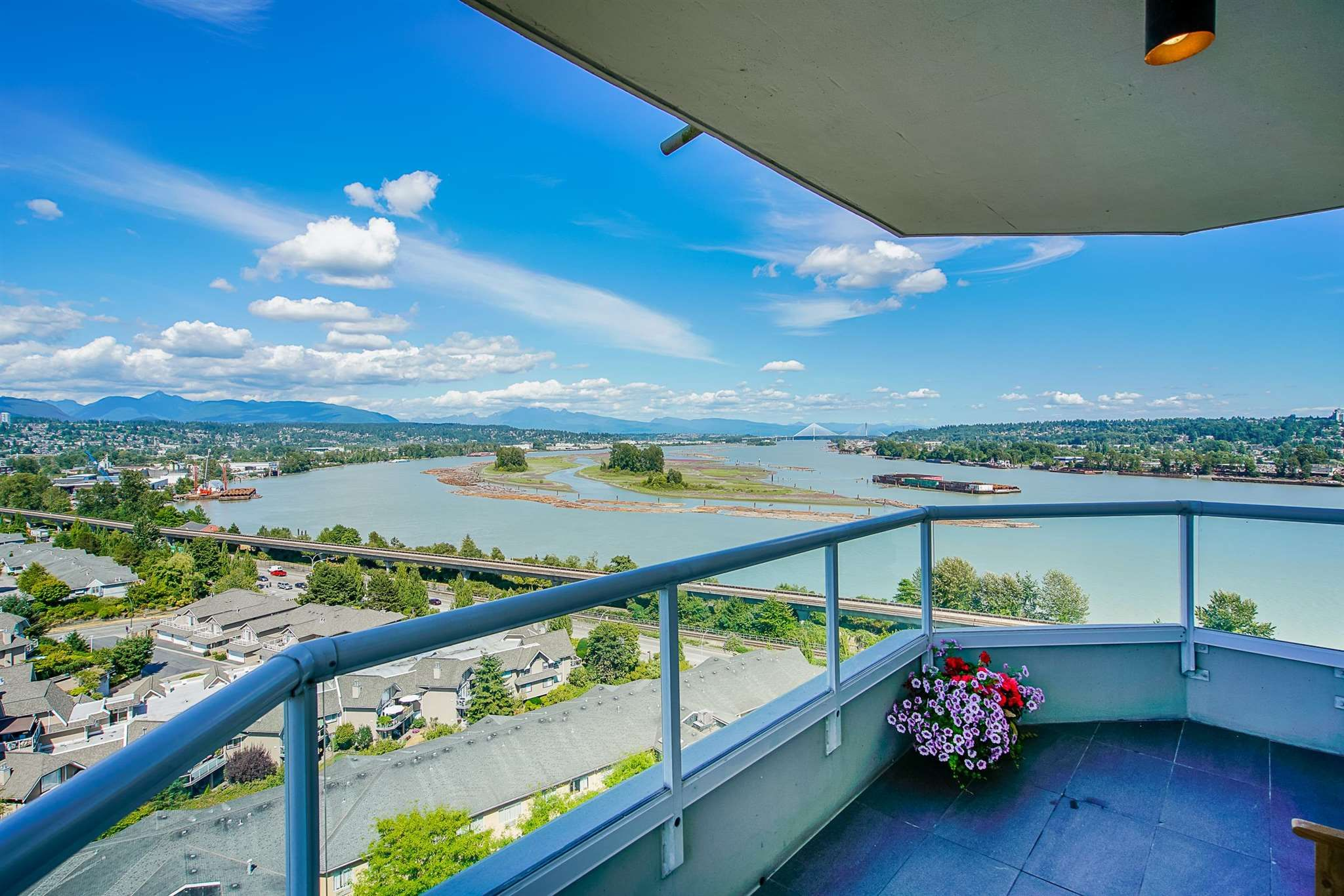 Main Photo: 1402 71 JAMIESON Court in New Westminster: Fraserview NW Condo for sale : MLS®# R2604897
