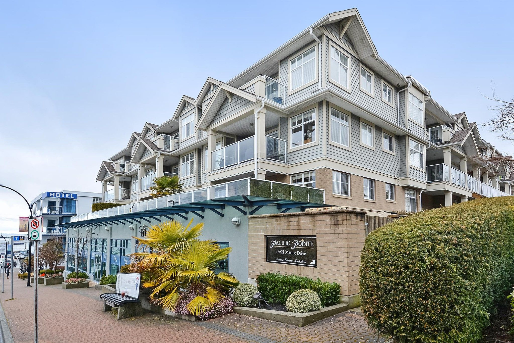 """Main Photo: 110 15621 MARINE Drive: White Rock Condo for sale in """"PACIFIC POINT"""" (South Surrey White Rock)  : MLS®# R2348468"""